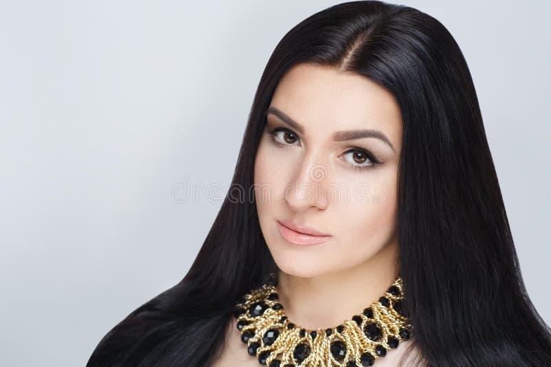 Guld- halsband för kvinna arkivbilder