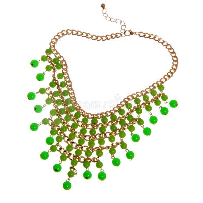 Guld- halsband med gröna pärlor royaltyfri fotografi