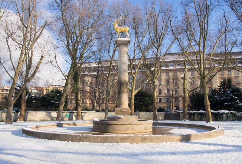 Guld- hjortar, staty i Berlin-Schöneberg royaltyfri bild