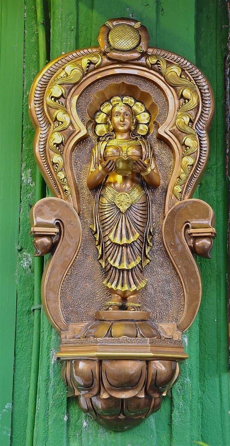 Guld- indisk gudinnastaty arkivbilder