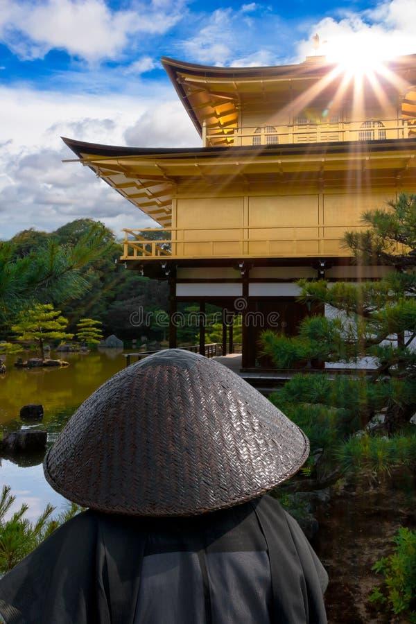 guld- japan paviljong royaltyfri bild