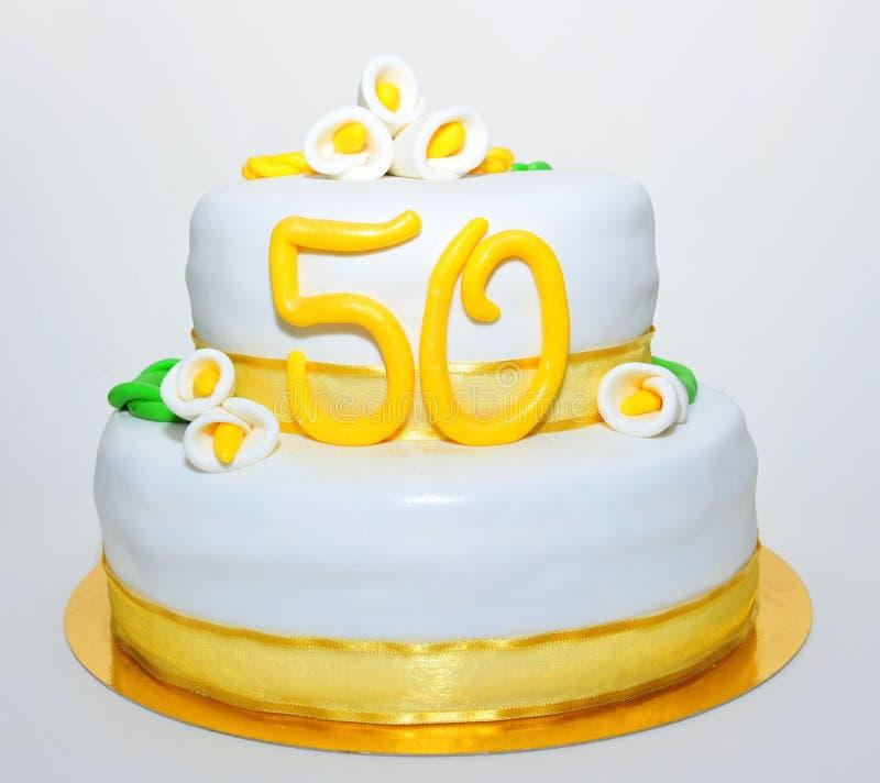 Guld- kaka för årsdagberömfondant arkivbild
