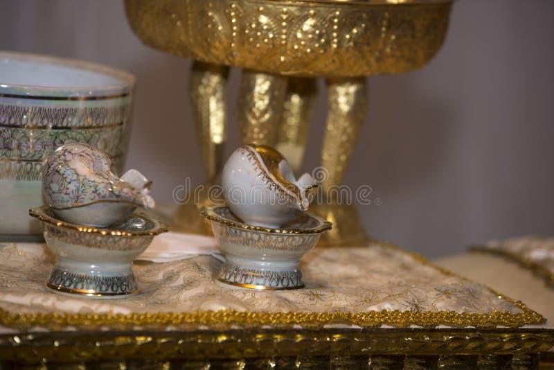 Guld- keramisk Thailand stil arkivbild
