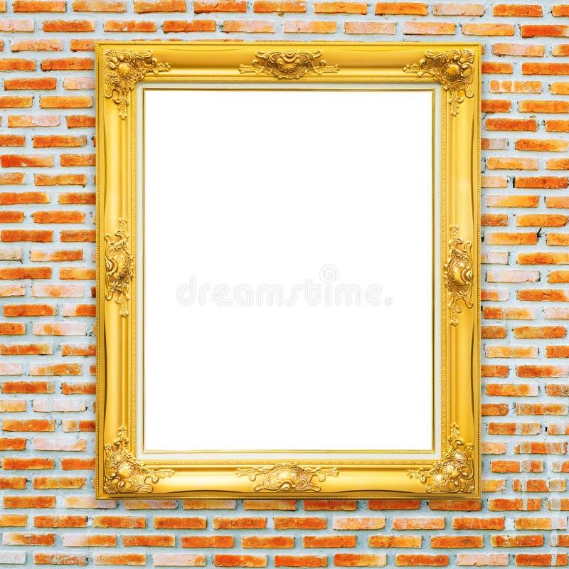 Guld- klassisk fotoram på bricked väggbakgrund royaltyfria bilder