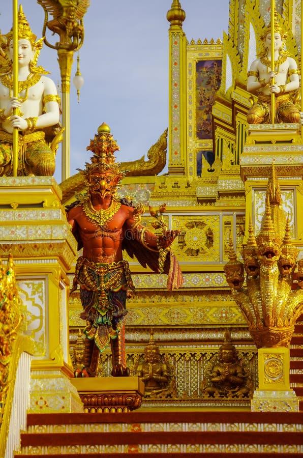 Guld- kunglig krematorium av konungen Bhumibol det stort, Bangkok, Thailand-November 2017 arkivfoton