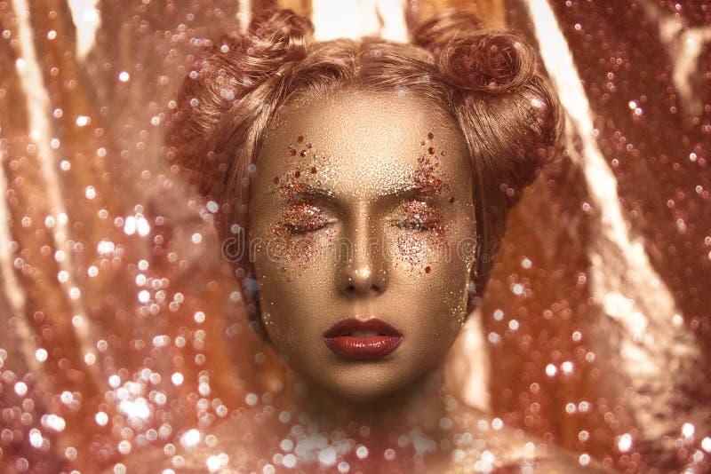 guld- kvinna royaltyfri fotografi