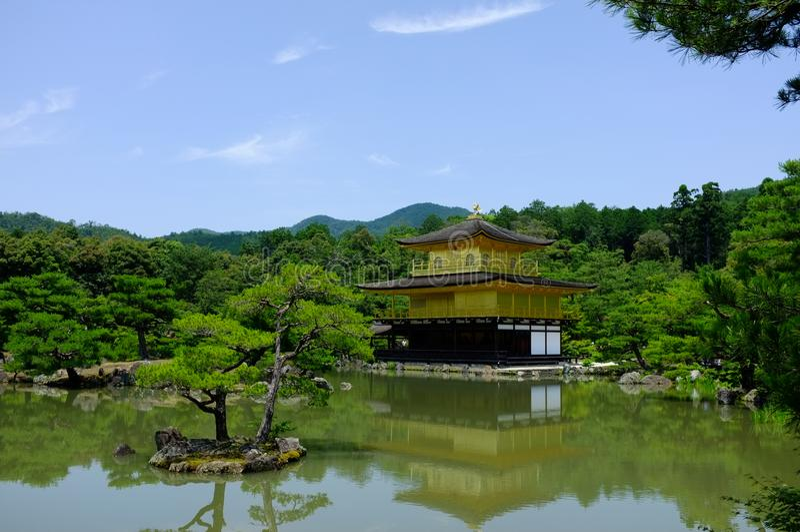 guld- kyoto paviljong royaltyfri foto