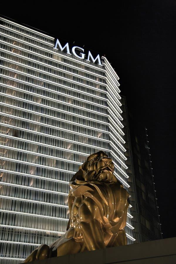 Guld- Lion Statue på Mgmet Grand, nationell hamn, Maryland arkivfoton