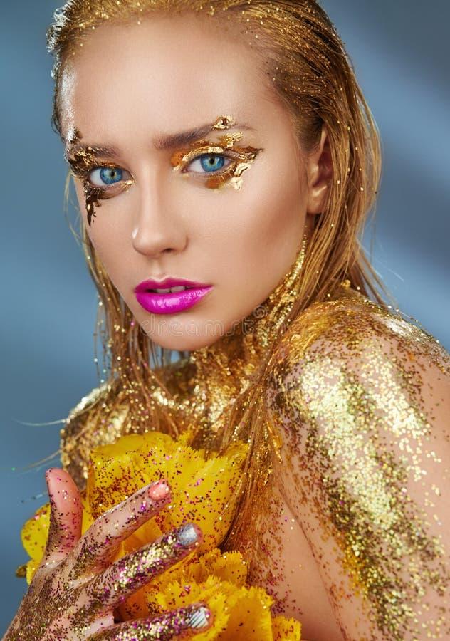 guld- makeup fotografering för bildbyråer