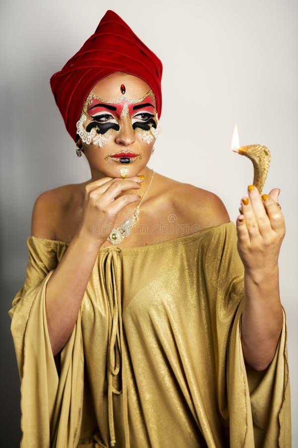 Guld- maskering för kvinna royaltyfri foto