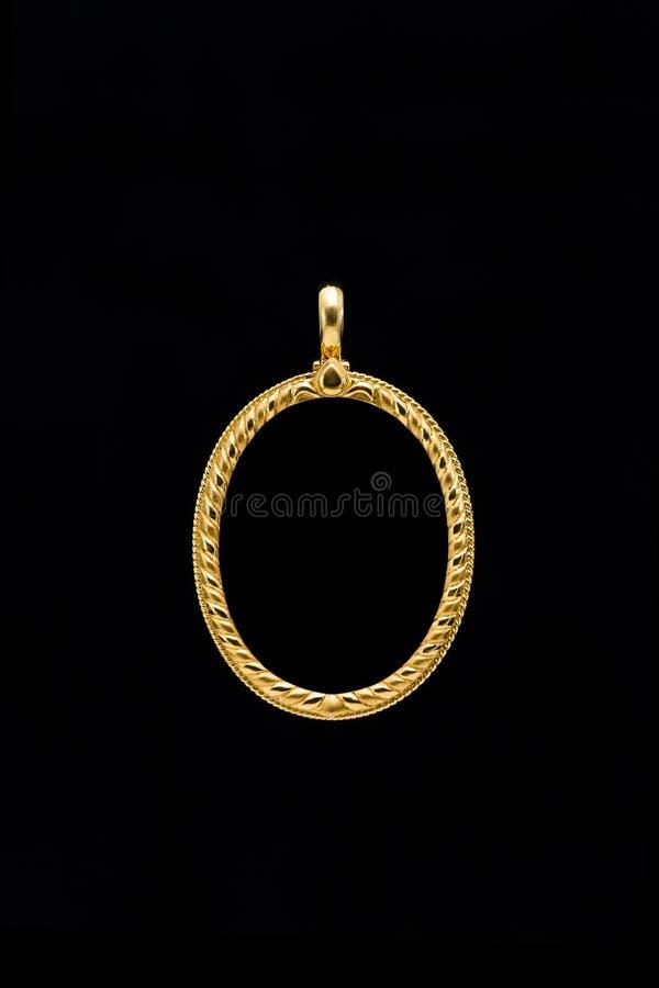 Guld- medaljongramhänge royaltyfri bild