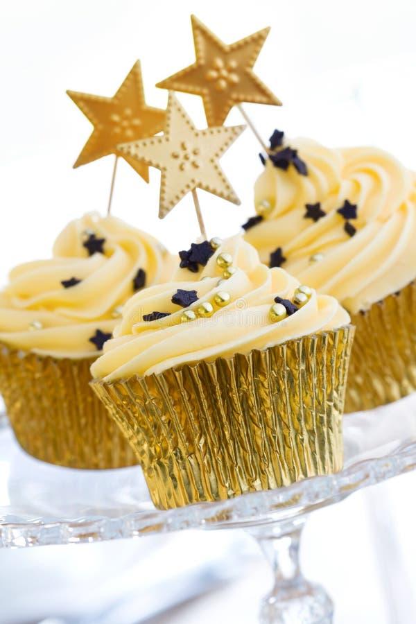 guld- muffiner arkivfoto