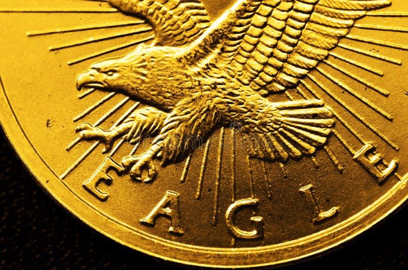 Guld- mynt och stänger royaltyfria foton