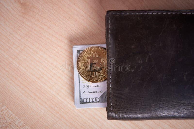 Guld- myntbitcoin arkivfoton