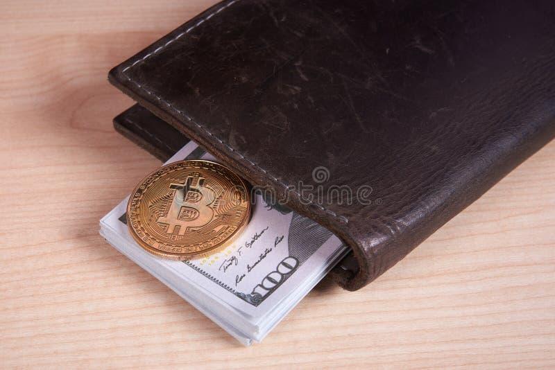 Guld- myntbitcoin arkivbild