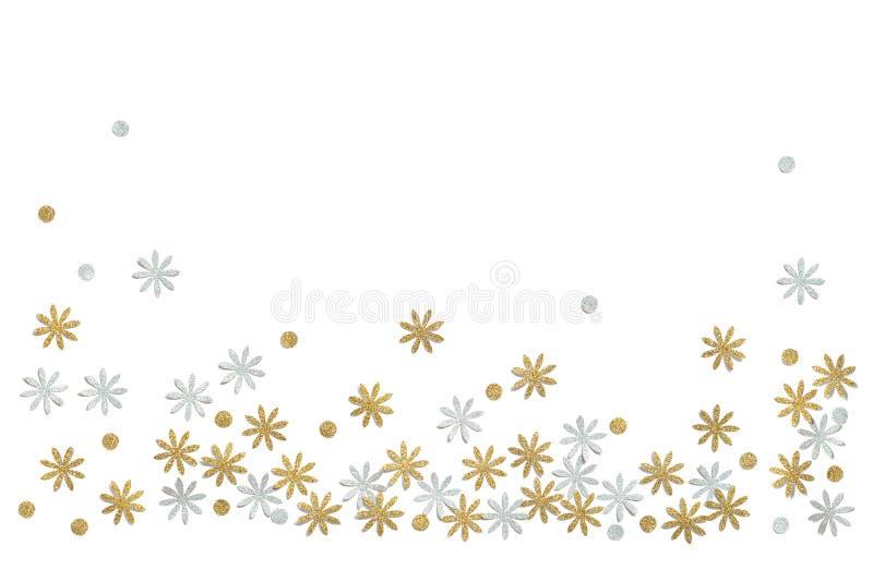 Guld och silver blänker blommapapper som klipps på vit bakgrund royaltyfria foton