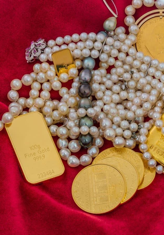 Guld och smycken royaltyfri bild