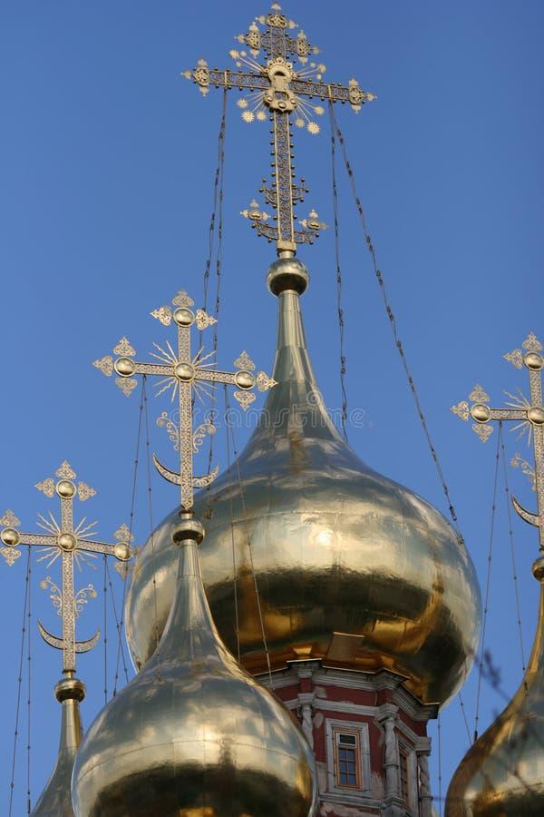 guld- ortodoxt för kyrkliga kupoler royaltyfri foto