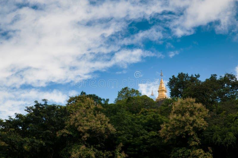 Guld- pagod på Phusi, Luang Prabang arkivbild