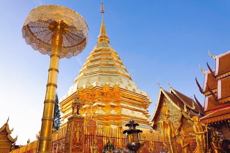 guld- pagoda thailand royaltyfri foto