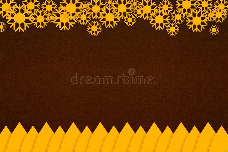 Guld- papper för julträd och abstrakt begreppsnöflinga på mörk textur för brunt papper royaltyfria bilder