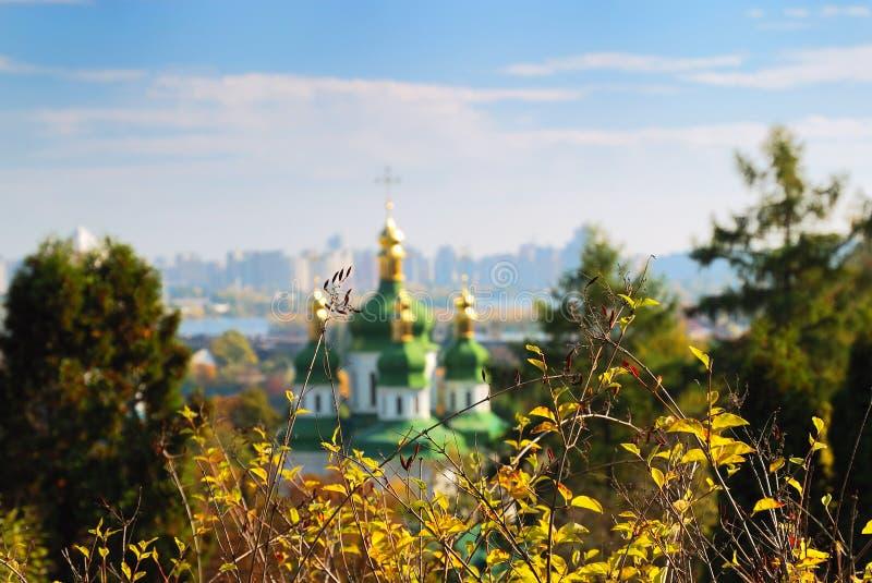 guld- park för höstliga cupolas royaltyfria bilder