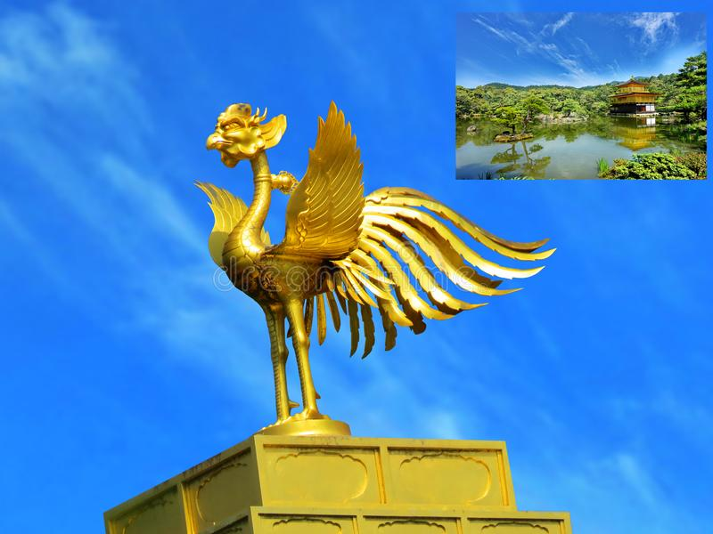 Guld- phoenix av takprydnaden av den Kinkaku-ji templet, Kyoto, Japan royaltyfria foton