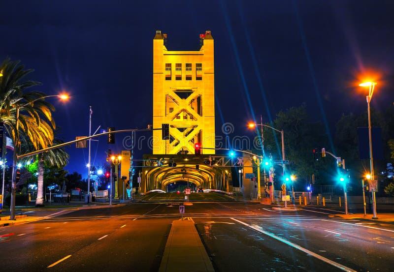 Guld- portdrawbridge i Sacramento arkivfoton