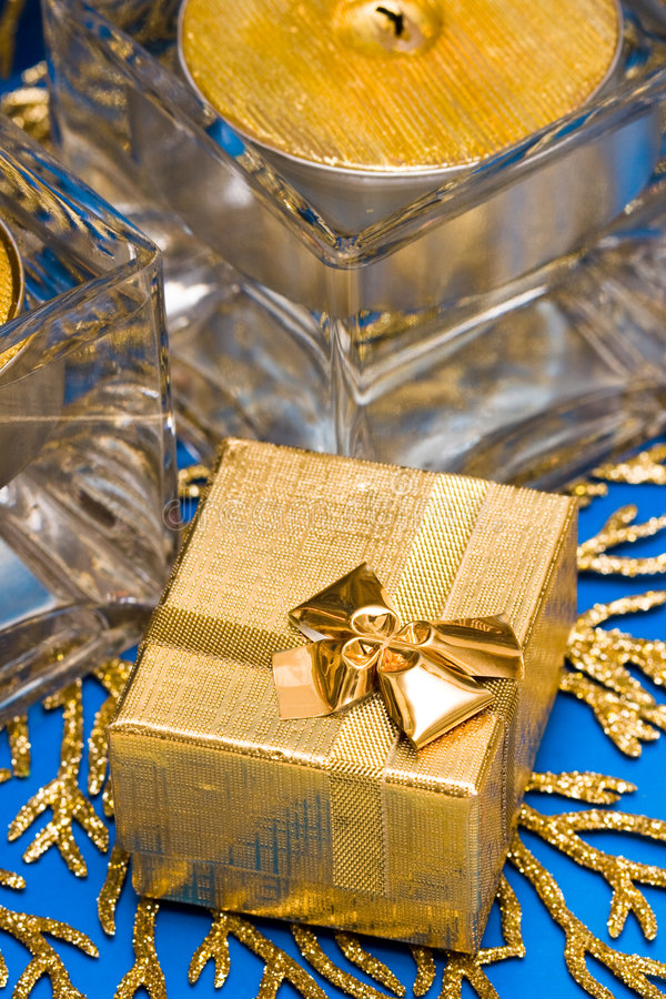 guld- present royaltyfria foton