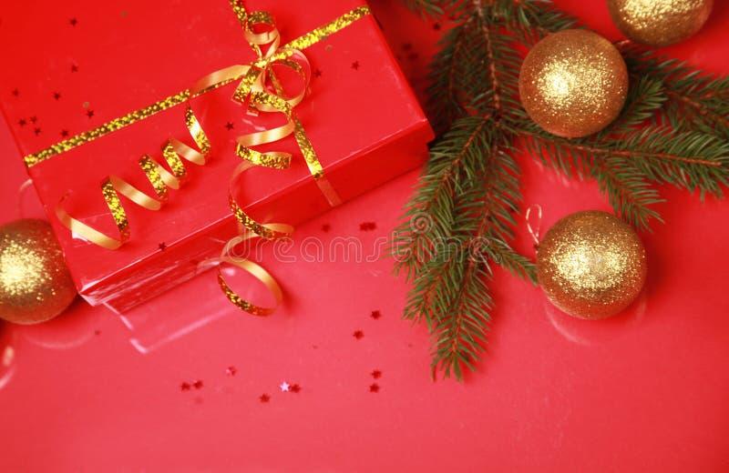 guld- present för bollar arkivbild