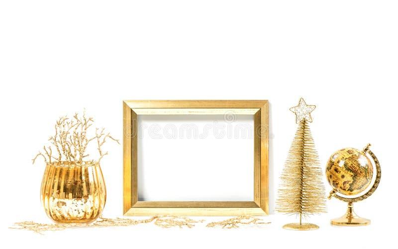 Guld- ram och julprydnader Åtlöje upp för bild royaltyfria foton