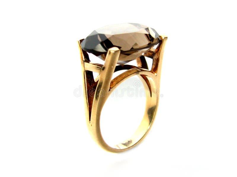 Guld- ringa med gemstonen arkivfoton