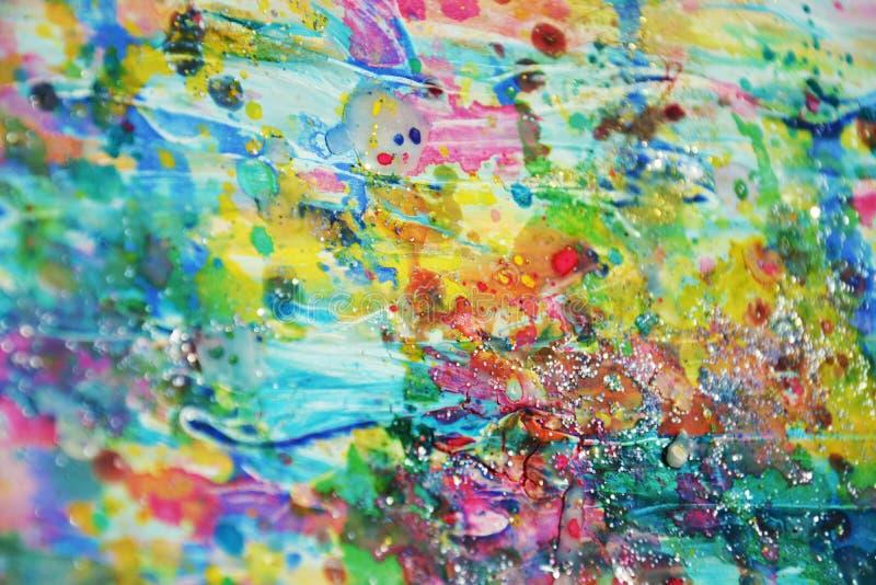 Guld- rosa vaxartade leriga fläckar för blå gräsplan, pastellfärgad livlig vattenfärgmålarfärg, färgrika toner royaltyfri fotografi