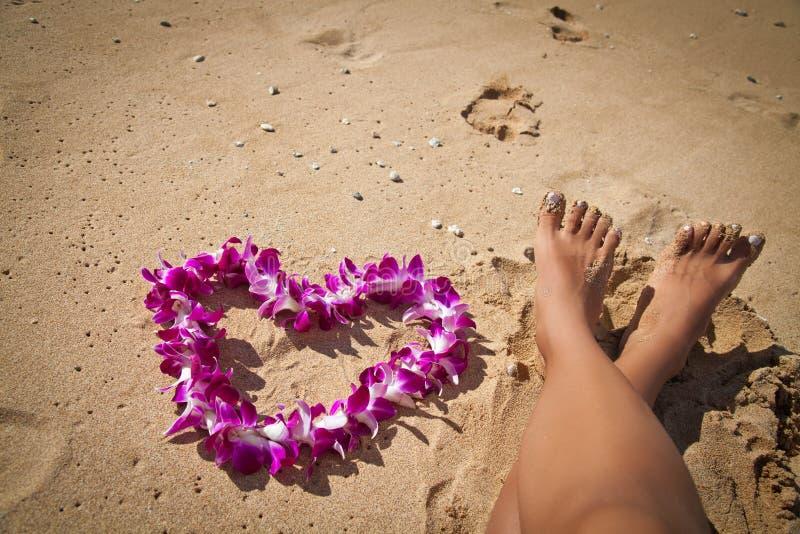 Guld- sandig tropisk strand arkivfoton