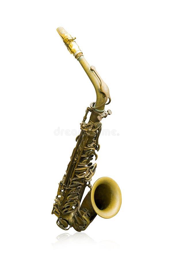 Guld- saxofon för gammal tappning som isoleras på vit bakgrund arkivfoton
