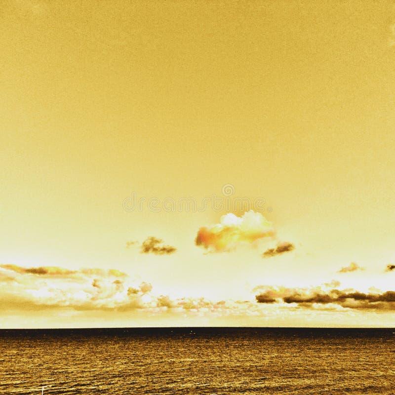 guld- sky arkivfoto