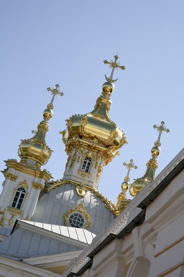 guld- slottpeterhof för cupolas arkivbilder