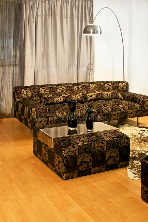 Guld- sofa royaltyfri bild