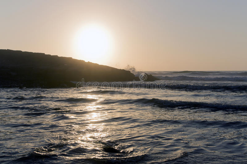 Guld- solnedgång över Atlanticet Ocean arkivbild