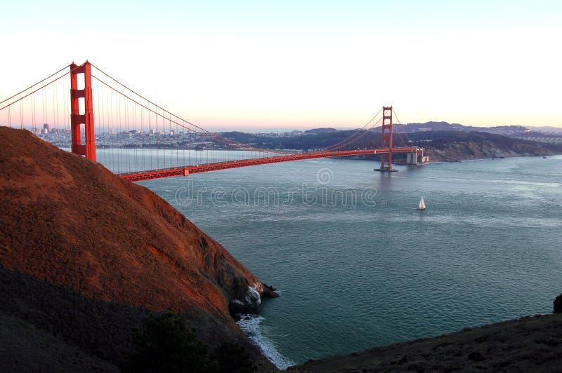 Guld- Solnedgång För Port Arkivbild