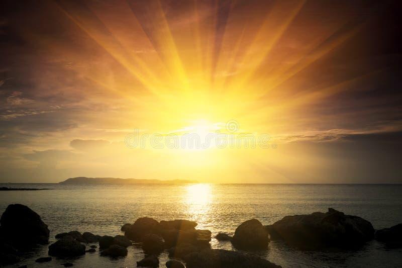 guld- soluppgång arkivfoto