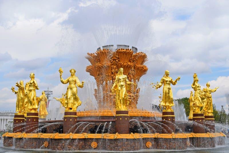 Guld- springbrunn av kamratskap av folk Moskva Ryssland, VDNH royaltyfri fotografi