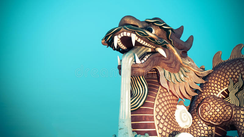guld- staty för kinesisk drake royaltyfria foton