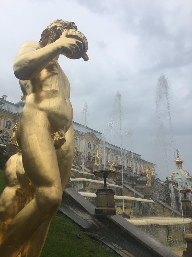 Guld- staty på royaltyfria bilder