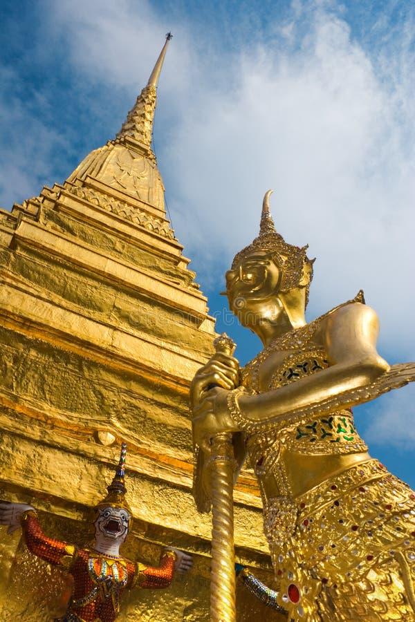 guld- statyer royaltyfri foto