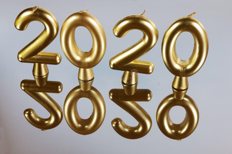 Guld- stearinljusbakgrund för 2020 år royaltyfria bilder
