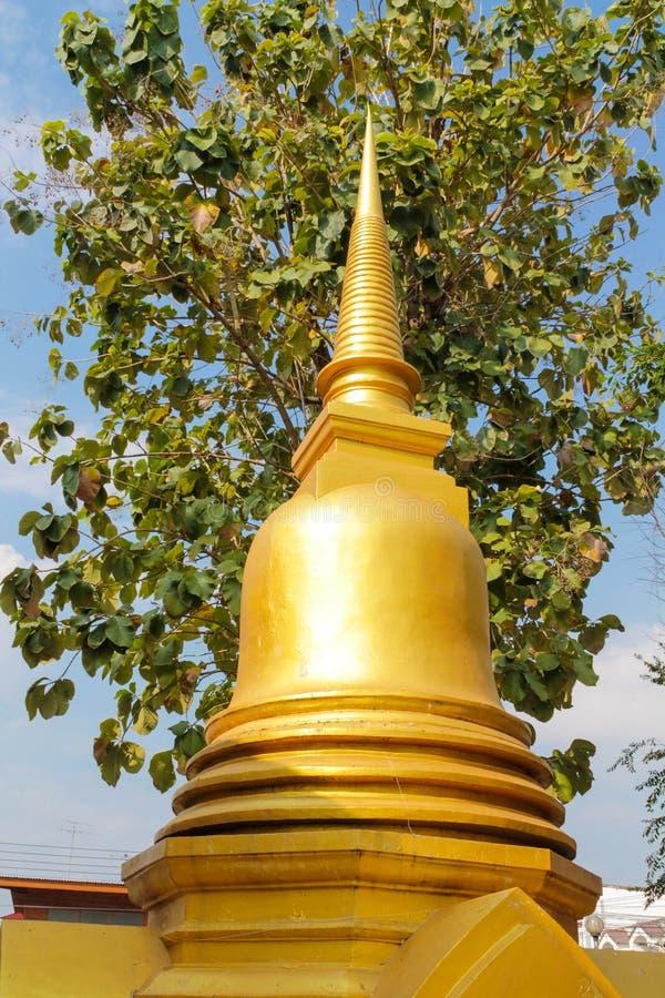 Guld- Stupa av den buddistiska templet i Thailand, Bangkok royaltyfri fotografi