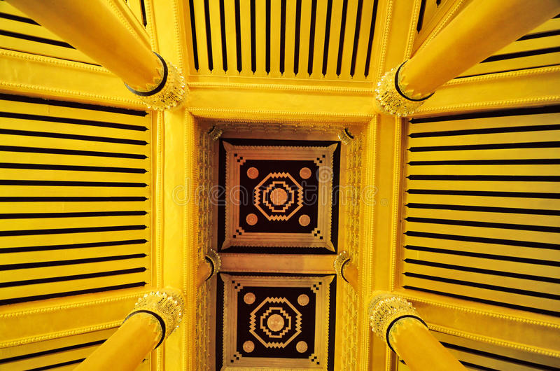 Guld- tak fotografering för bildbyråer