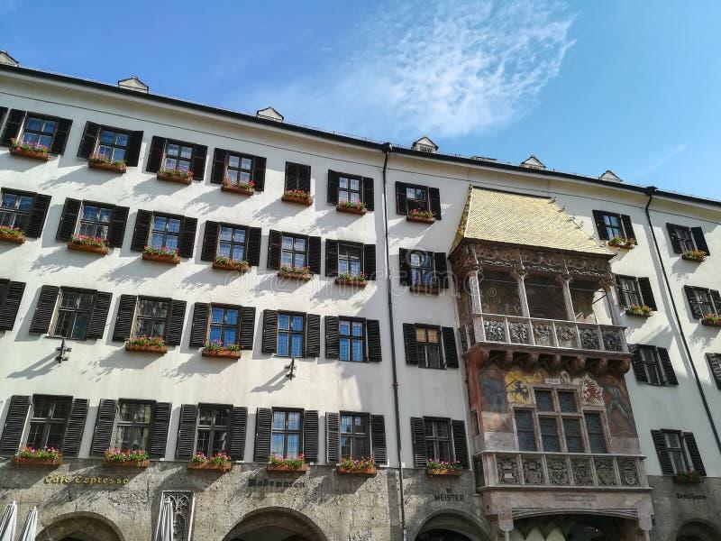 Guld- tak, Innsbruck gr?nsm?rke royaltyfria foton