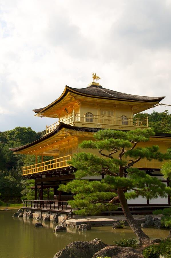 Guld- Tempel För Kinkakujikyotpavillion Arkivfoton